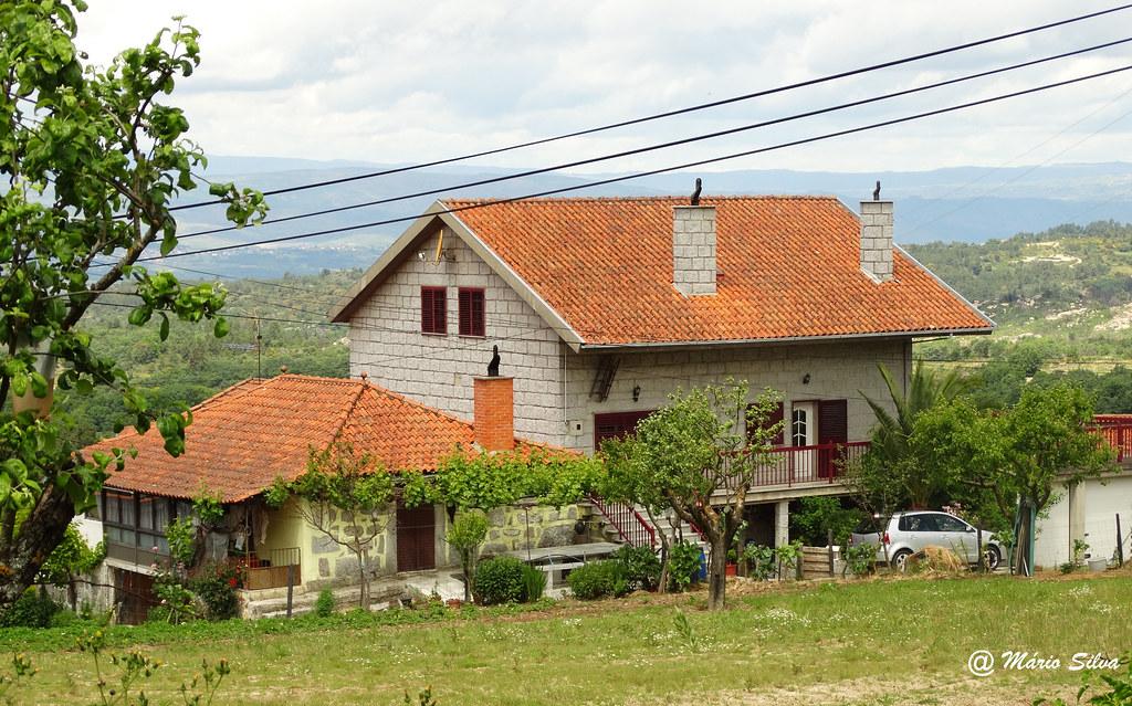 Águas Frias (Chaves) - ... casas da Aldeia ...