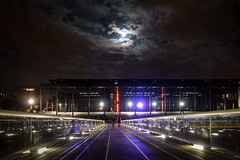 (MathGon) Tags: lune nightlights nuage nantes amoureux passerelle palaisjustice