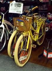 Bicicletas amarillas (Xic Eseyosoyese (Juan Antonio)) Tags: en nikon walmart tienda coolpix con bicicletas mucho oferta ruido amarillas segn departamental s33 canastilla hiffy crucer rebajadas