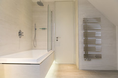 3L5A6369 (terrygrant1) Tags: bathroom porcelain tiling