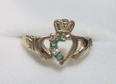 My Claddagh Ring (Alpen Schatz - Mary Dawn DeBriae) Tags: ireland dingle ring claddagh jeweler johnweldon marydawndebriae