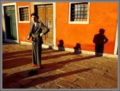VENEZIA. (FRANCO600D) Tags: venice italy canon italia sigma mimo ombre venecia venezia venedig italie spettacolo veneto serenissima artistadistrada eos600d franco600d
