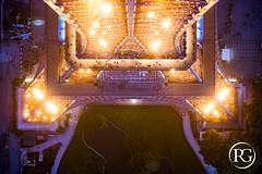 """""""Quand la Tour Eiffel s'embrase"""". PARIS (R.G. Photographe) Tags: paris reflex nikon tour lumire eiffel toureiffel champdemars 75007 28 trocadero nuit d800 clairage colemilitaire sommet scintillement 2470 blinkagain raphaelgrinevald rgphotographe"""