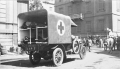An ambulance transporting wounded in Cairo, Egypt (State Library of South Australia) Tags: egypt ambulance cairo worldwari ww1 statelibraryofsouthaustralia ourcontribution centenaryofanzac