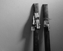 two chapters (Ines Seidel) Tags: wood altered fence lesen reading book tag text tags read unterwegs zaun chapter holz picket pfahl etiketten zaunslatte