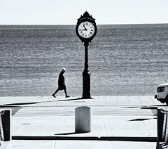 Clock (PAJ880) Tags: ocean bw clock ma revere blvd