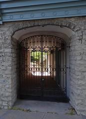 Rue St-Paul, Qubec (Jacques Trempe 2,230K hits - Merci-Thanks) Tags: door arch quebec stpaul grill porte grillage arche
