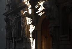 Omenoni (Wrinzo) Tags: light shadow italy sculpture house milan statue architecture casa italia milano ombre statua 1500 architettura luce scultura manierism sanbabila manierismo milanocentro omenoni antonioabondio viadegliomenoni milancitycenter