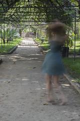 Faz a loka giratria (ateicher) Tags: park parque girl long exposure day dress sombra shade spinning garota vestido exposio longa girando