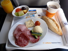 201403009 LH100 FRA-MUC breakfast (taigatrommelchen) Tags: food breakfast airplane inflight business meal lufthansa dlh a320200 flyingmeals framuc daizq lh100 20140310