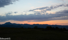 Chane des Puys (Edouard.G photo) Tags: light mountain montagne volcano evening nikon lumiere t soir nuit auvergne calme coucherdesoleil volcan puydedome chainedespuys dtente d7000