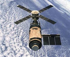 Skylab as photographed by its departing final crew, 1974 [1936  1576] #HistoryPorn #history #retro http://ift.tt/1sajvIa (Histolines) Tags: history its by 1936 1974 retro crew final skylab timeline photographed departing 1576  vinatage historyporn histolines httpifttt1sajvia