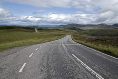 Ecosse, 2009 (Joseff_K) Tags: road tree forest scotland hill meadow route prairie arbre fort colline ecosse