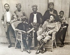 Datu Amil, an influential leader of the Tausg people with Captain W.O. Reed, US 6th Cavalry Regiment during the American Moro Campaigns, between 1899 to 1920 [800  626] #HistoryPorn #history #retro http://ift.tt/28NxKnC (Histolines) Tags: people history reed during us with an retro american captain timeline leader wo 800 cavalry 1920 6th between moro regiment 626 influential campaigns 1899 datu amil  vinatage historyporn histolines tausg httpifttt28nxknc