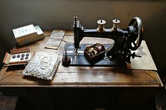 VINTAGE (cannuccia) Tags: vintage piemonte bottoni sartoria cotone rosazza macchinadacucire