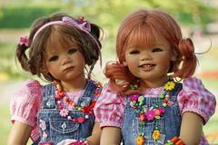 Milina und Sanrike ... (Kindergartenkinder) Tags: blumen dolls himstedt annette ilce6000 sony essen park gruga kindergartenkinder milina sanrike