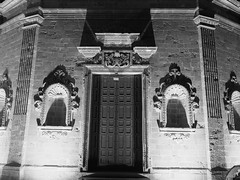 Gallipoli_30_1718 (Dubliner_900) Tags: bw monochrome nightshot olympus gallipoli puglia bianconero notturno apulia micro43 handshold mzuikodigital17mm118 omdem5markii