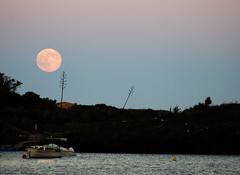 Noche de sper luna en Cadaqus. (anamoral) Tags: sea moon mar pentax alt playa catalonia luna catalunya catalua k20 platja cadaques cadaqus lluna empord empord plaua supermoon superluna