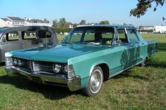 1967 CHRYSLER New Yorker Sedan (xavnco2) Tags: france green classic cars car sedan meeting newyorker american 1967 chrysler verte voitures chantilly picardie anciennes raduno oise rassemblement