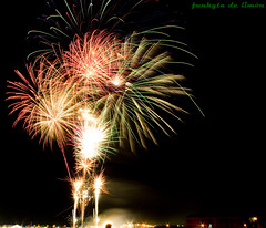 fuegos artificiales (funkyta de limn) Tags: longexposure light party lightpainting luz canon painting de la long exposure fireworks feria badajoz pedro serena moraga pintura fuegosartificiales fuegos larga villanueva artificiales exposicin extremadura limn largaexposicin atanasio funkyta pinturadeluz funkytadelimn pedroatanasiomoraga