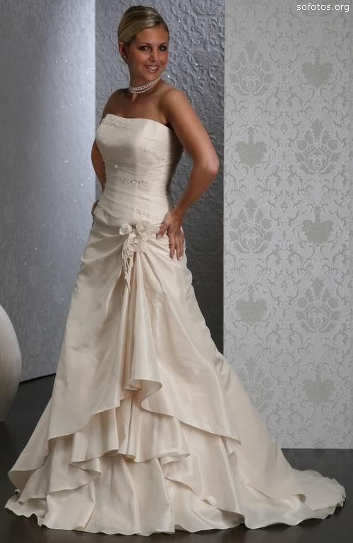 Vestido de noiva creme tomara que caia