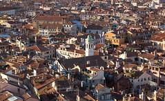 Venice rooftops (maxunterwegs) Tags: italien venice roof italy church veneza italia cityscape kirche venise dach venecia venezia venedig italie itlia stmarkscampanile campaniledisanmarco markusturm venetien campaniledesaintmarc campaniledesanmarcos campanriodesomarcos