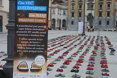 """Obeležje v spomin na posameznike, ki so v letu 2011 umrli zaradi samomora, v Ljubljani • <a style=""""font-size:0.8em;"""" href=""""http://www.flickr.com/photos/102235479@N03/10288570875/"""" target=""""_blank"""">View on Flickr</a>"""