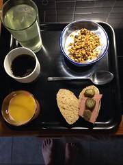 Frukost 18/11 (Atomeyes) Tags: mat granola msli yoghurt juice kaffe citron vatten leverpastej gurka rgbulle