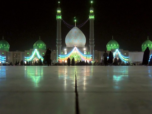 Jamkaran mosque at night