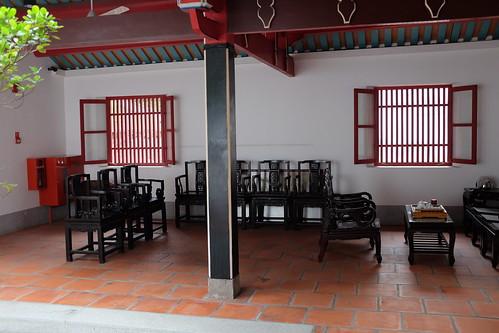 Hong San See inner hall surrounding courtyard