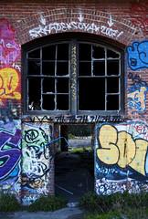enter here (eb78) Tags: sf sanfrancisco california ca graffiti bayarea bayshore roundhouse