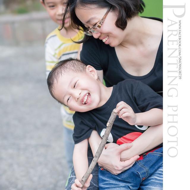 本來很喜歡的一張照片 就這麼被朋友的小孩亂入 攝影師超想哭的....................... T_T