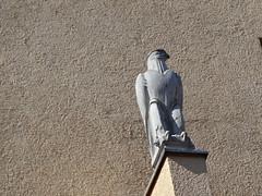 1935/36 Magdeburg Reichsadler Wohnzeile Mehringstraße 15 Siedlung Cracau von Johannes Göderitz/Carl Krayl in 39114 (Bergfels) Tags: architekturführer bergfels 193536 1935 1930er 20jh magdeburg wohnzeile siedlung mfh mehringstrase siedlungcracau johannesgöderitz carlkrayl 39114 ostelbisch beschriftet adler reichsadler wappentier bauschmuck bauplastik cracau 3reich nszeit selbst cracauersiedlung