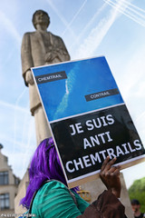 Je suis anti chemtrails (Red Cathedral uses albums) Tags: brussels sony streetphotography greenpeace alpha gmo brussel greve larp monsanto betoging monsatan redcathedral staking ttip globalclimatemarch a850 eventcoverage sonyalpha aztektv stoptafta jesuisbruxelles nuitdebout placedelarbertine stopregeringmicheldewever