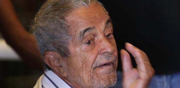 Pai de Zezé di Camargo e Luciano é internado com pneumonia
