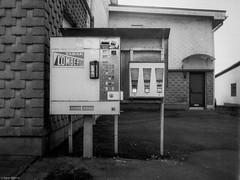 (Karo Krmer) Tags: blackandwhite analog 35mm chewinggum monochrom cigarettes tabak zigaretten rheinlandpfalz westerwald kaugummi schiefer zigarettenautomat hachenburg schwarzweis rollei35t lomberg