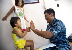 160522-N-MJ645-066 (U.S. Pacific Fleet) Tags: navy underway deployment subicbayphilippines ddg93 usschunghoon greatgreenfleet