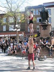 File0260 (mariej55quebec) Tags: red rouge artist artistes vieuxqubec spectacle jongleur acrobates artistesderue amuseurs