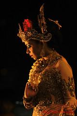 the sad queen (tomzcafe) Tags: singapore esplanade ramayana 400d supertakumar13535 malaysiadance