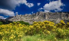 Au pays de Czanne...... (Malain17) Tags: sky panorama france colors clouds landscape photography europa pentax photographers arbres provence rochers montagnes massif paulcezanne saintevictoire gents