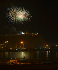 Arica's fireworks '' El Morro ''  #FlickrUnitedAward# (Photopinto) Tags: chile light peru june night america automne out de outside iso100 noche photo juin amrica nikon war photographie south low 7 guerra du fotos noite sur f71 nuit junio nite f4 sul elmorro paisage arica 1880 batalha bataille hors basse parinacota d4 lumire 2016 junho amerique autono 200400mm 125s nikond4 2000mm flickrunitedaward