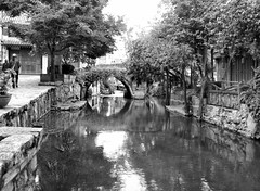 city streets + waterways - lijang, china 2 (Russell Scott Images) Tags: old city lijiang yunnanprovince china blackwhite russellscottimages