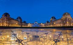 Le Louvre, Paris (sebastien.mespoulhe) Tags: blue paris monument louvre jr muse hour pyramide heure bleue invers