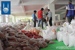 Ramadan food packages being prepared by Islamic Relief in India.