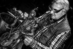 Le virtuose et le compositeur (vedebe) Tags: people bw sculpture art monochrome portraits noiretblanc nb travail musique humain sculpteur netb