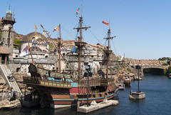 Aye aye captain (hanz11hanz) Tags: park disneysea sea water japan river tokyo boat pirates decoration sunny lagoon tourist disney themepark props attraction