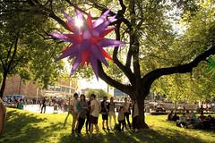 IMG_1485-Im Stadthallenpark (gravitat-OFF) Tags: sommer wiese menschen stern chemnitz fetedelamusique stadthallenpark