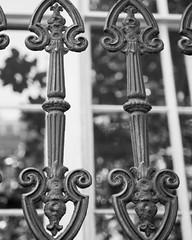 _MSL4235 (mnmlong) Tags: architecture georgia decorative castiron savannah ironwork lightanddark