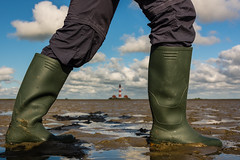 Wattwanderung (jwfoto1973) Tags: lighthouse germany deutschland nikon boots gumboot watt gummistiefel leuchtturm wattenmeer stiefel westerhever westerheversand wattwanderung d7100 johannesweyers