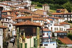Lastres (David S. Díaz) Tags: costa mar pueblo bonito tejados lastres casasblancas cuestas doctormateo